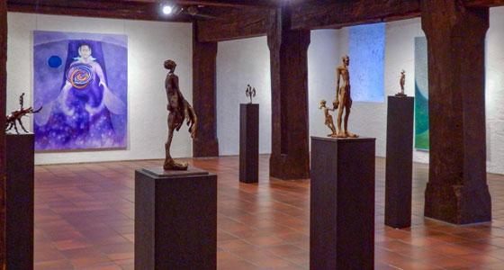 Galerie im Alten Bau . Tim Trillsam (Plastik) und Doris Vogel (Malerei )